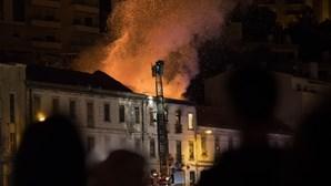Incêndio consumiu prédio devoluto em Leiria
