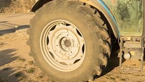 Homem ferido com gravidade em acidente com trator agrícola em Paredes