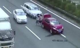 Casal escapa a atropelamento na China