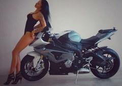 Motociclista ousada do Instagram morre a alta velocidade