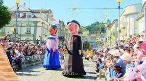 Gigantones e cabeçudos são os personagens centrais do desfile histórico-etnográfico, que será realizado no dia 19