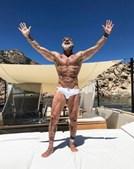 Gianluca mostra luxos nas redes sociais