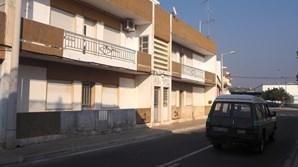 Casal e homem de 87 anos viviam em Loulé. Idoso não era visto na rua há meses