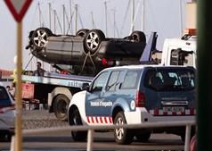 Audi A3 em que seguiam os terroristas que atacaram em Cambrils, a 110 km de Barcelona. Foram todos abatidos