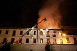 Incêndio fustigou prédio devoluto em Leiria