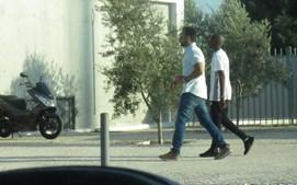 Filho de Madonna no Seixal acompanhado por um guarda-costas