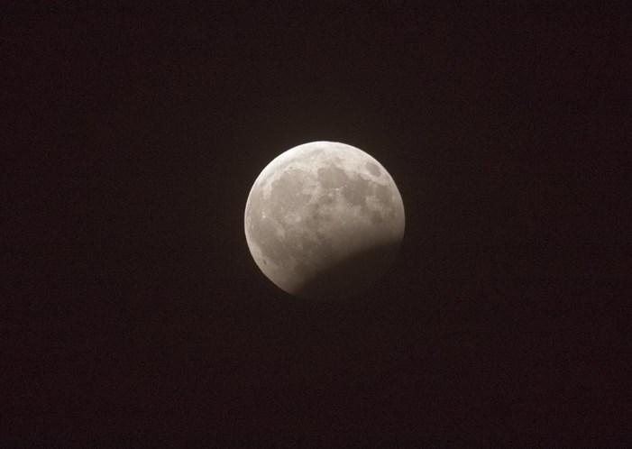 e2d926ef1 Eclipse total vai pôr a Lua vermelha esta sexta-feira - Sociedade ...