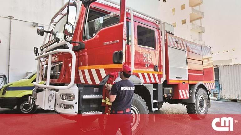 e7331988a5a Bombeiros de Portimão já têm carro novo para incêndios - Cidades ...