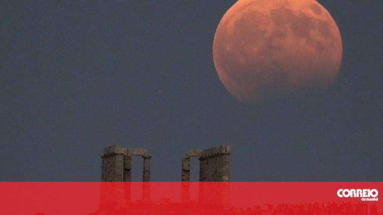dd1768ae9 Eclipse total da Lua mais longo do século acontece esta sexta-feira -  Sociedade - Correio da Manhã