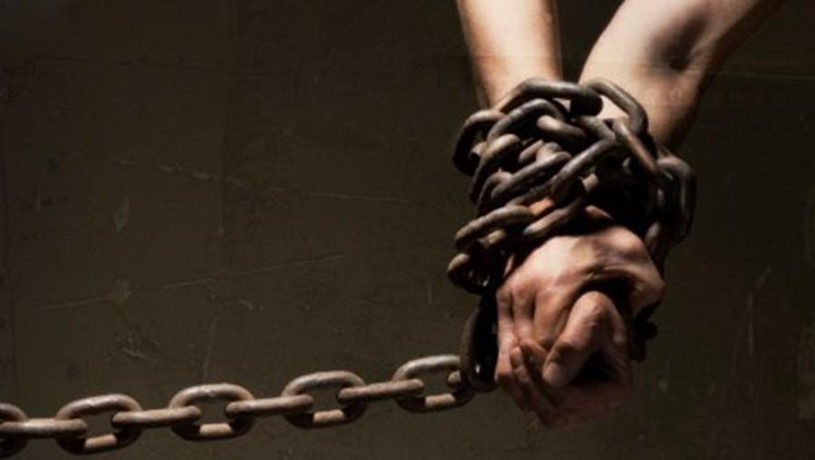 Polícia angolana desmantela rede de tráfico de seres humanos em Luanda