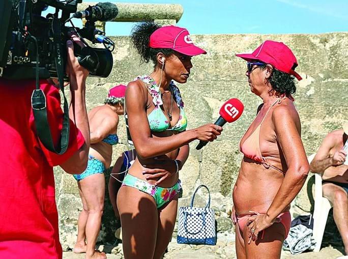 Sara Santos entrevistou os banhistas durante os diretos para a CMTV