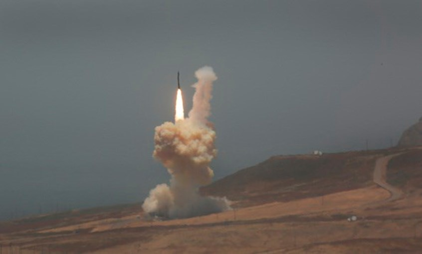 Missil lançado da base de Vandenberg, na Califórnia