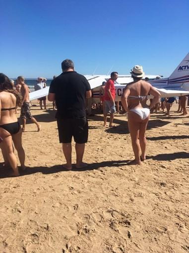 Avião ligeiro atinge mortalmente duas pessoas na Caparica