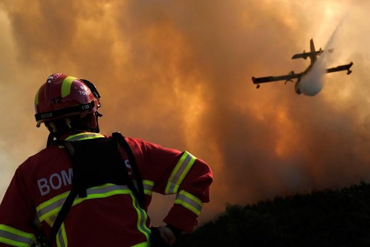 Bombeiros no combate aos fogos