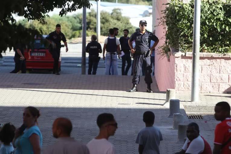 Polícia cercou o bairro da Portela de Carnaxide e apreendeu o BMW usado pelos três assaltantes
