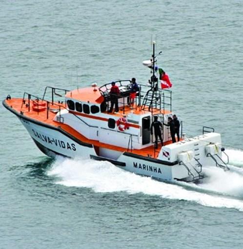 Salva-vidas socorreu tripulantes