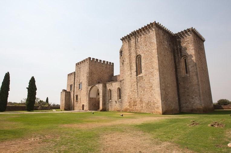 Mosteiro da Flor da Rosa, hoje é uma pousada e um dos ex-líbris da região