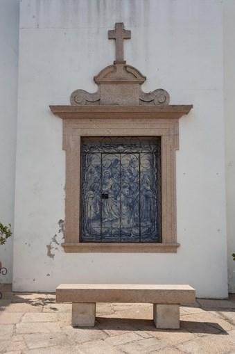 A vila está carregada de pormenores ligados à fé e às tradições militares da ordem de malta