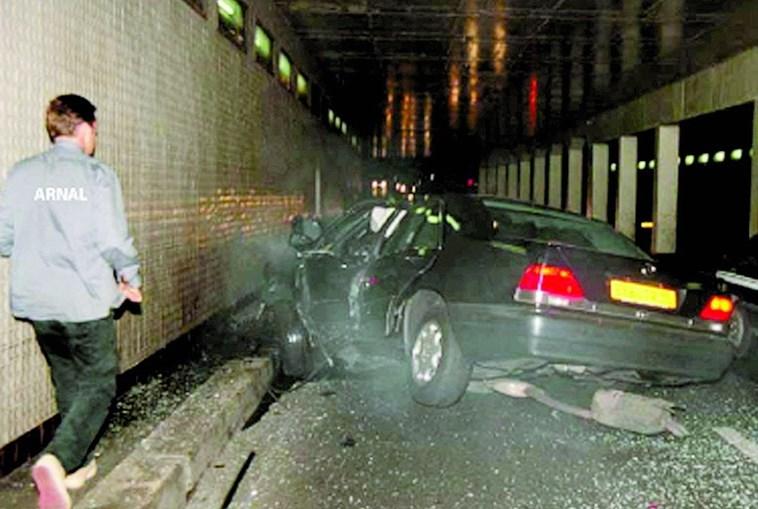 Mercedes em que a princesa Diana seguia ficou parcialmente destruído