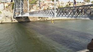 Encontrado corpo de turista que se atirou ao Rio Douro no Porto