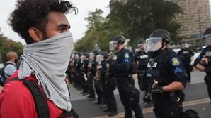 Dezenas de detidos em noite de protestos no Missouri