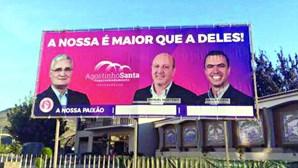 Cartazes longe de Lisboa