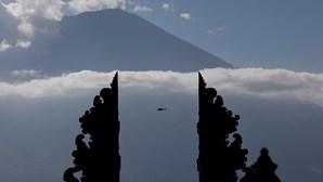 Indonésia prepara aeroportos para erupção de vulcão em Bali