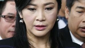 Ex-primeira-ministra tailandesa condenada a 5 anos de cadeia