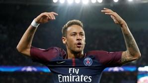 Dedicatória de Neymar gera polémica