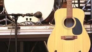 Festeja-se a música pelo País