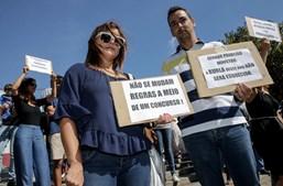 Docentes concentraram-se em frente ao Centro de Congressos de Matosinhos, à espera de António Costa