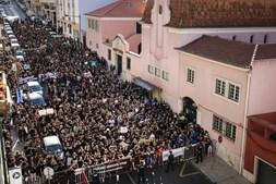 Manifestantes reclamaram em frente ao Palácio de São Bento