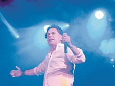 Luís Gomes liderou a Câmara de Vila Real de Santo António durante três mandatos. Durante esse período, ocupou os tempos livres a dar concertos de reggaeton pelo País