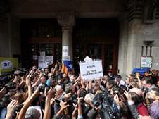 Milhares saíram à rua em Barcelona para protestar contra detenções ligadas ao referendo independentista