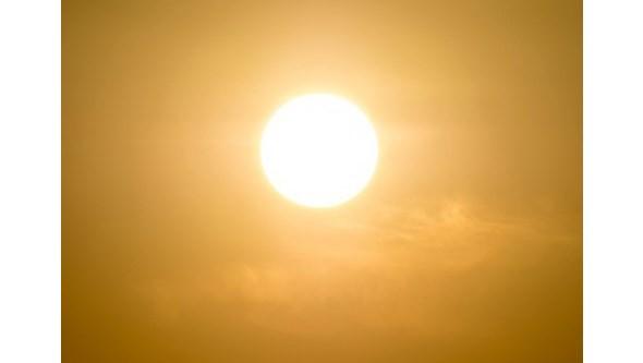 Calor chega em força esta quinta-feira com termómetros a subirem até aos 34 graus