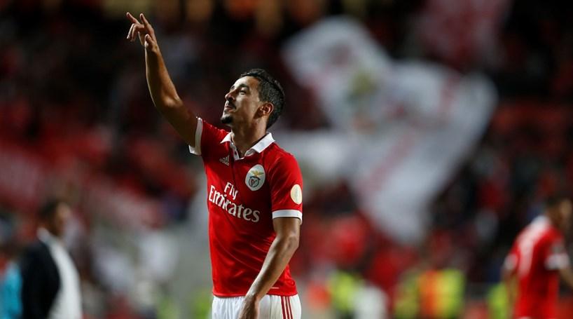 fcb3ff8248 Benfica vence Portimonense em jogo marcado por vídeo-árbitro ...