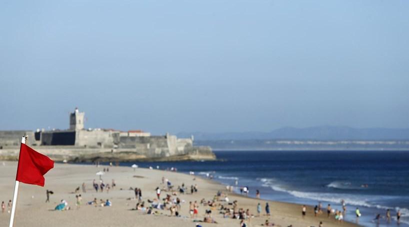 b98f67f0fc16f Turista morre à frente da família na praia de Carcavelos - Portugal ...