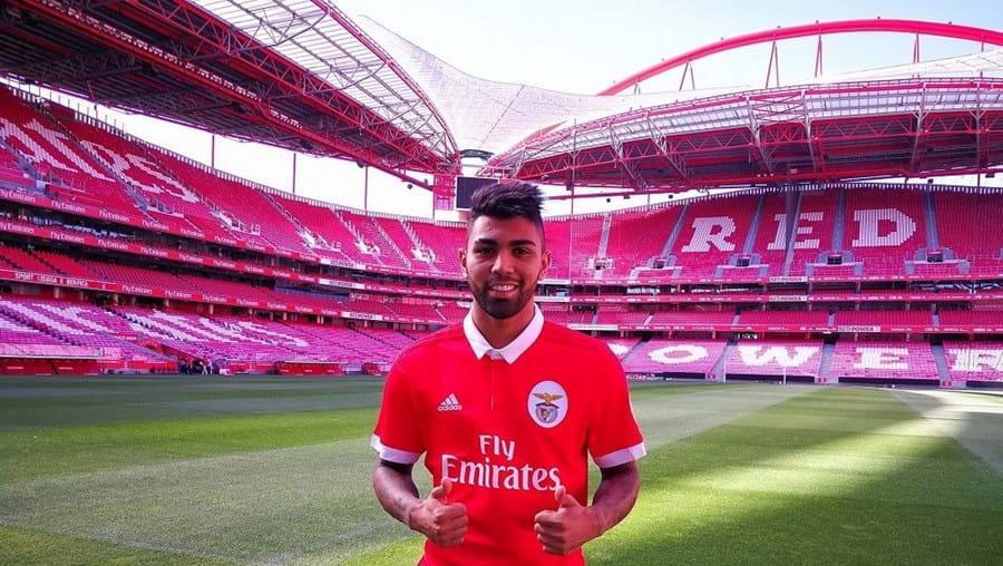 Gabriel Barbosa já vestiu a camisola do Benfica