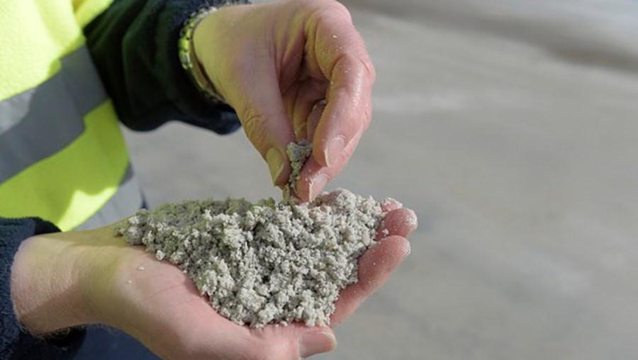 Interesse no lítio tem aumentado substancialmente sobretudo devido à sua importância para a construção de baterias para os automóveis elétricos