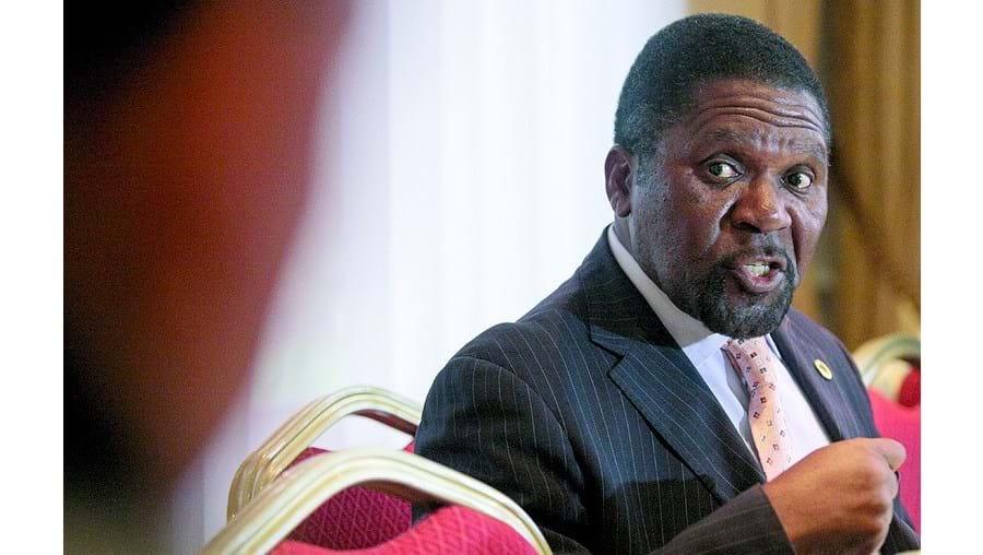 Samakuva sucedeu a Savimbi