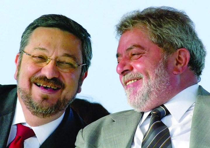 Palocci foi ministro e amigo de Lula, mas agora acusa-o de receber subornos