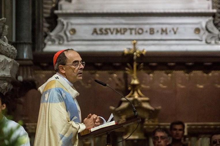 Philippe Barbarin garantiu que se limitou a cumprir ordens da Igreja