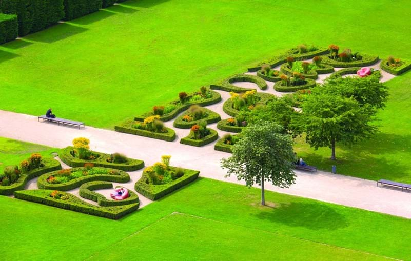 Lustgarten é um dos jardins de estilo romântico presentes nesta cidade alemã