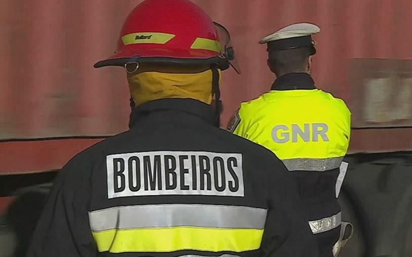 Bombeiros e GNR