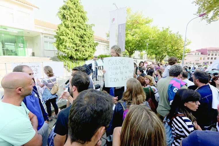 Protesto no Porto há um mês: Ministério só pôs a concurso horários completos, prejudicando docentes mais experientes
