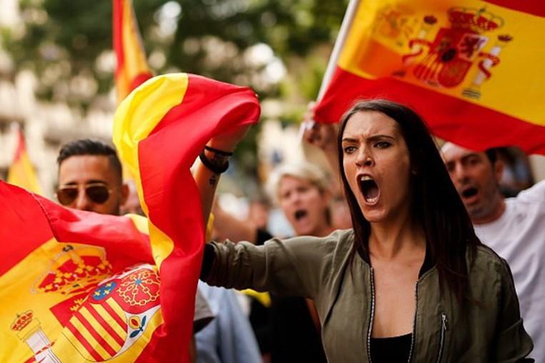 Milhares de espanhóis nas ruas de várias cidades contra referendo na Catalunha