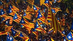 União Europeia avisa que Catalunha independente estará fora da União Europeia