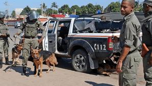 Ataque a autocarros no centro de Moçambique provoca um morto e três feridos graves
