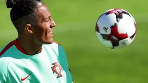 Internacional português Bruno Alves infetado com Covid-19