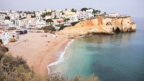 Reino Unido vai anunciar destinos seguros para britânicos mas Portugal pode não estar na lista